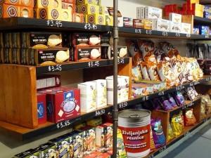 Življenjske resnice so že na policah nekaterih večjih supermarketov